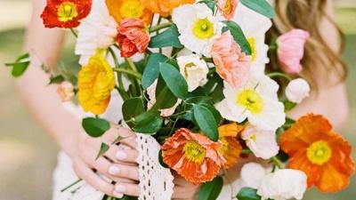 Thử sức với phong cách tiệc cưới Pantone cam vàng hot nhất mùa cưới 2019